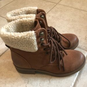 Never Worn Mossimo Size 7 Lace up Boot